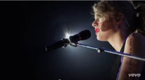 Taylor Swift - Sparks Fly (6)