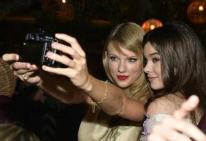 taylor swift friends picture collection (28)