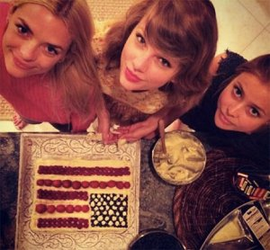 taylor swift friends picture collection (31)