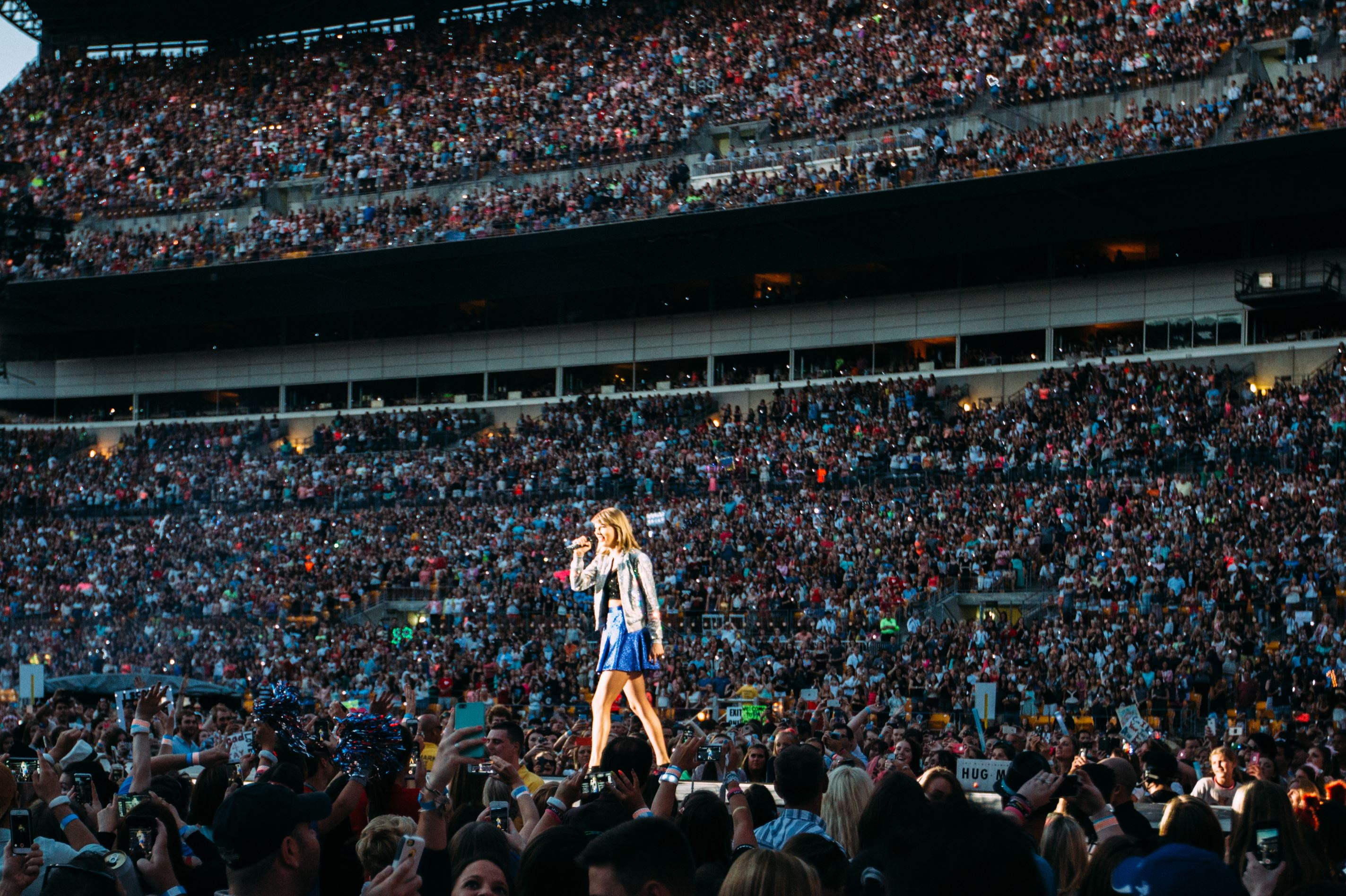 Taylor Swift  Tour Largest Crowd